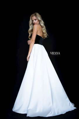 Style 7827 Vienna White Size 8 Sweetheart Tall Height A-line Dress on Queenly