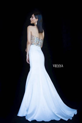 Style 82001 Vienna White Size 6 Pattern Silk Sweetheart Mermaid Dress on Queenly