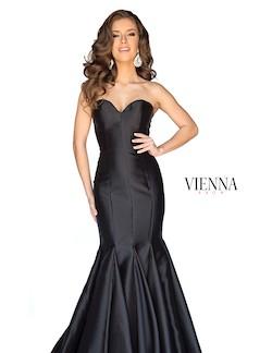 Style 8252 Vienna Black Size 20 Silk Train Mermaid Dress on Queenly