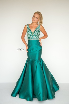 Style 8283 Vienna Green Size 00 Cut Out Plunge Mermaid Dress on Queenly