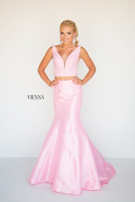 Style 8288 Vienna Light Pink Size 16 Plunge Plus Size Mermaid Dress on Queenly