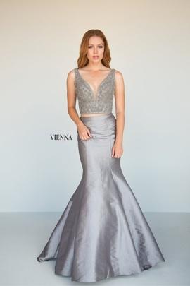 Queenly size 0 Vienna Silver Mermaid evening gown/formal dress