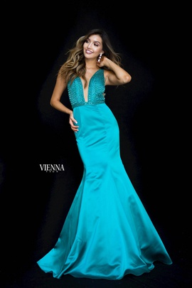 Style 8295 Vienna Green Size 8 Plunge Mermaid Dress on Queenly