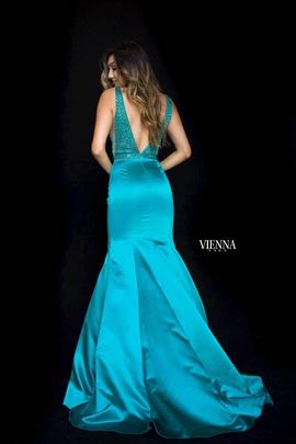 Style 8295 Vienna Green Size 10 Plunge Mermaid Dress on Queenly