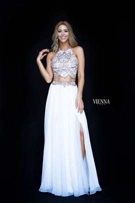 Queenly size 0 Vienna White Straight evening gown/formal dress
