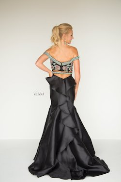 Style 9945 Vienna Black Size 16 Plus Size Mermaid Dress on Queenly