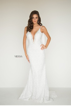 Style 8515 Vienna White Size 18 Plunge Plus Size Mermaid Dress on Queenly