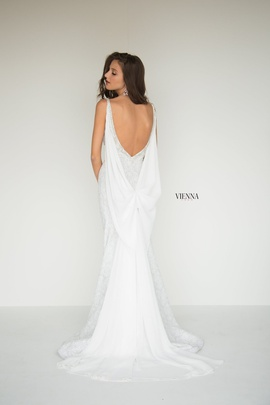 Style 8515 Vienna White Size 12 Plunge Plus Size Mermaid Dress on Queenly