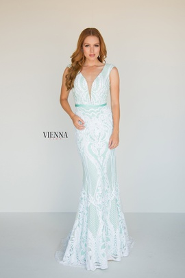 Style 8810 Vienna Light Green Size 00 Lace Mermaid Dress on Queenly