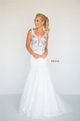 Queenly size 8 Vienna White Mermaid evening gown/formal dress