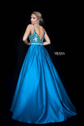Style 9983 Vienna Green Size 8 Plunge Ball gown on Queenly