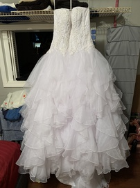 Oleg Cassini White Size 6 Ruffles Ball gown on Queenly