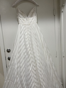 Sherri Hill White Size 0 Prom Plunge Ball gown on Queenly