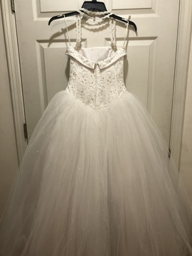 David's Bridal White Size 4 Quinceanera Tulle Ball gown on Queenly