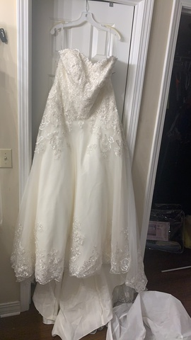 David's Bridal White Size 16 Wedding Lace Ball gown on Queenly