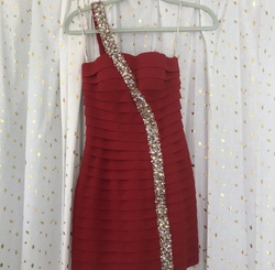 Red Size 4 Straight Dress on Queenly