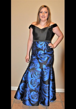 Queenly size 8 Dave and Johnny Blue Straight evening gown/formal dress