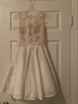 Jovani White Size 0 Lace Cocktail Dress on Queenly