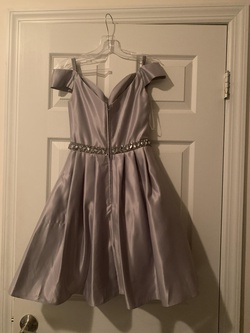 Cindy Silver Size 0 Cocktail Dress on Queenly