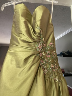Green Size 0 Ball gown on Queenly