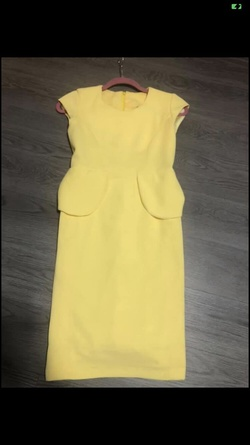 Queenly size 0  Yellow Straight evening gown/formal dress