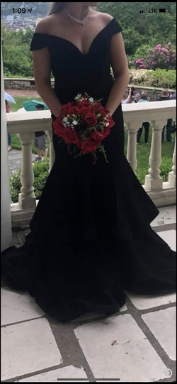 Jovani Black Size 4 Prom Pageant Ball gown on Queenly