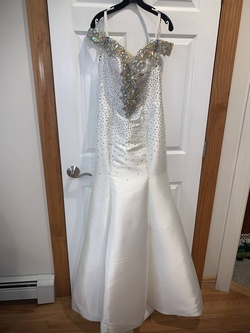 Queenly size 6 Tony Bowls White A-line evening gown/formal dress