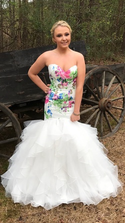Queenly size 2 Mori Lee White Mermaid evening gown/formal dress