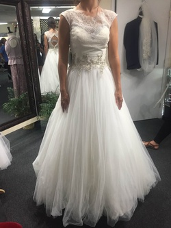Allure Bridal White Size 6 Wedding Tulle Lace Ball gown on Queenly