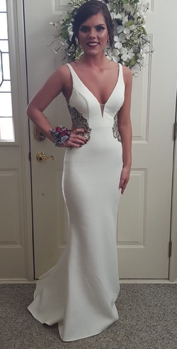 Faviana White Size 4 Wedding Backless Straight Dress on Queenly
