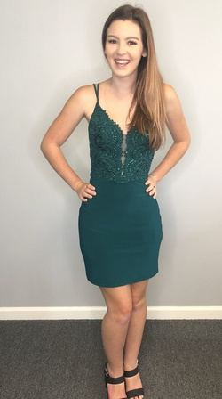 Queenly size 4 Alyce Paris Green Cocktail evening gown/formal dress
