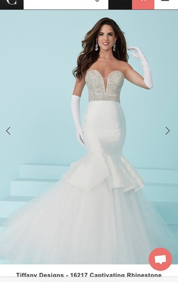 Tiffany White Size 6 Mermaid Dress on Queenly