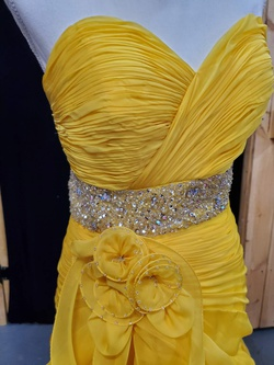 Mac Duggal Yellow Size 6 Train Dress on Queenly