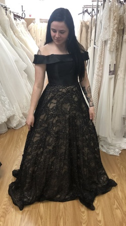 Milano Formals Black Size 8 Prom A-line Dress on Queenly