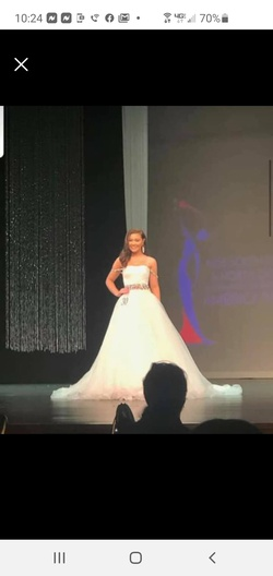 Queenly size 4 Sherri Hill White Ball gown evening gown/formal dress