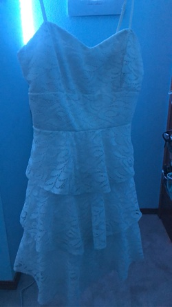 Rebecca B. White Size 0 Lace Cocktail Dress on Queenly