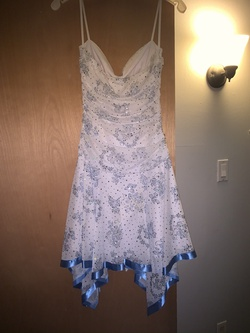 White Size 4 Cocktail Dress on Queenly