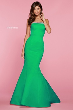 Queenly size 6 Sherri Hill Green Mermaid evening gown/formal dress