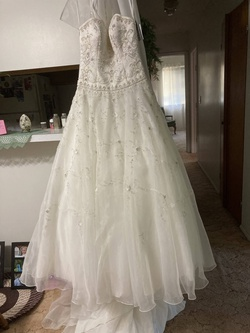 Queenly size 4  White Ball gown evening gown/formal dress