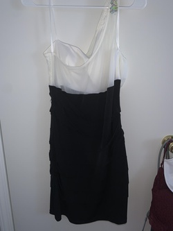 de Black Size 10 Homecoming Cocktail Dress on Queenly
