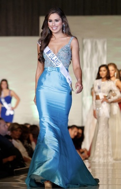 Queenly size 0  Blue Straight evening gown/formal dress