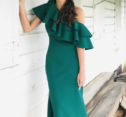 Queenly size 4 Johnathan Kayne Green Straight evening gown/formal dress