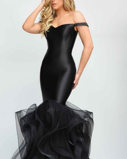 Black Size 00 Mermaid Dress on Queenly