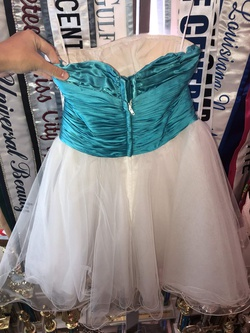 Sherri Hill White Size 0 Short Height Cocktail Dress on Queenly