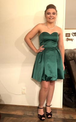 Green Size 6 Cocktail Dress on Queenly