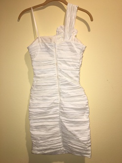 city triangles White Size 2 Graduation Sorority Formal Cocktail Dress on Queenly