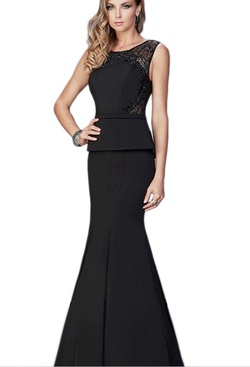 Queenly size 4 La Femme Black Ball gown evening gown/formal dress