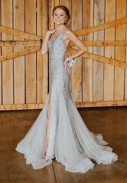 Ellie Wilde Gold Size 0 Prom Side Slit Mermaid Dress on Queenly