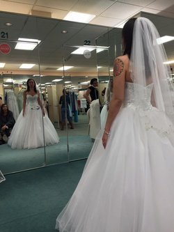 David's Bridal White Size 4 Tulle Sweetheart Ball gown on Queenly