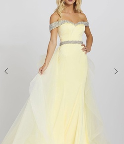 Queenly size 4 Mac Duggal Yellow  evening gown/formal dress